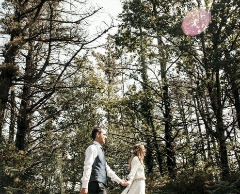Fotografía de boda original en un bosque por Arri Studioa (Tolosa)