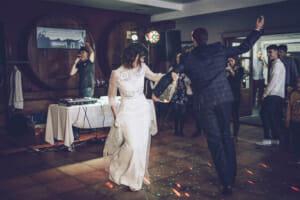 Fotografía de boda de novios en el baile