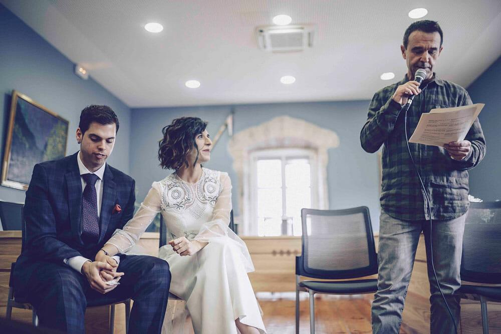 Sesión de fotografía de boda en el ayuntamiento de Itxaro & Jon