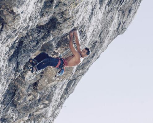 Reportaje de fotos de alpinista escalando